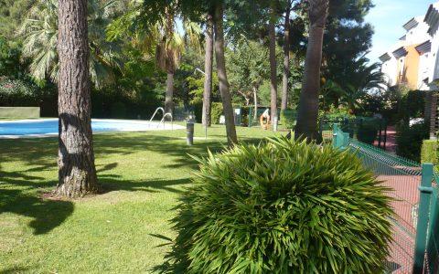 Jardín piscina comunidad